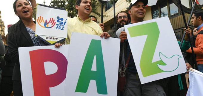Marchan universitarios colombianos en favor del acuerdo de paz