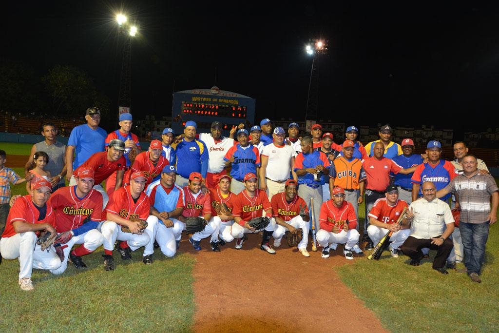 Cómicos vs Glorias del béisbol en Granma, Estadio Márires de Barbados
