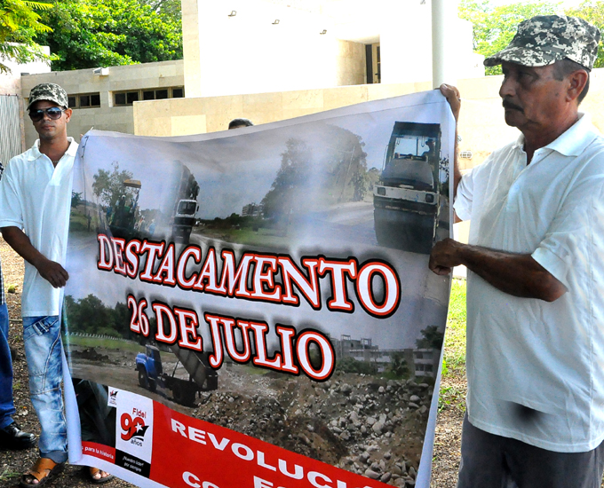 Dispuestos cientos de constructores de Granma a trabajar en la recuperación de Guantánamo