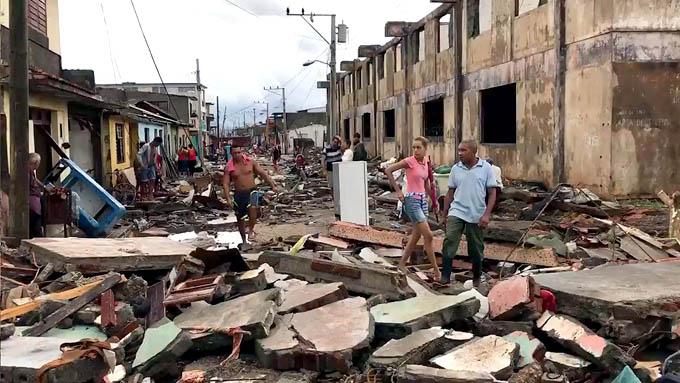 Fotos y videos: Baracoa amanece abatida por Matthew (@labaracoesa)