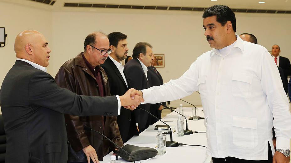 Maduro inicia con optimismo diálogo con la oposición de Venezuela