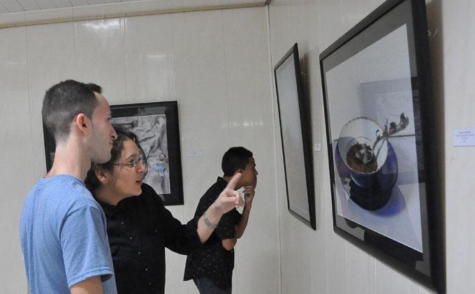 Abierta al público expo fotográfica dedicada a la infancia
