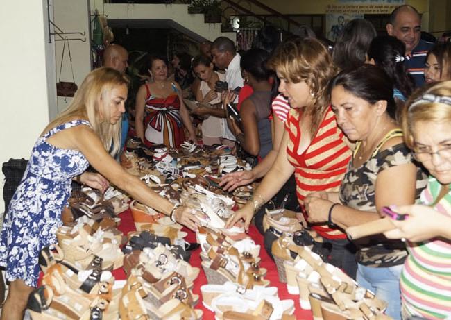 Inauguran IV Feria de artesanía Bayart (+fotos )