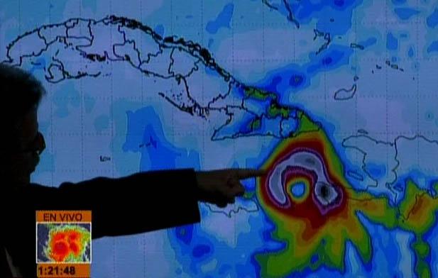 El intenso huracán Matthew continúa lentamente hacia el norte (Aviso Nro 22, 12:00 pm)