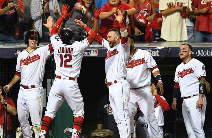 Indios derrotan a Medias Rojas en playoff del béisbol de las Grandes Ligas