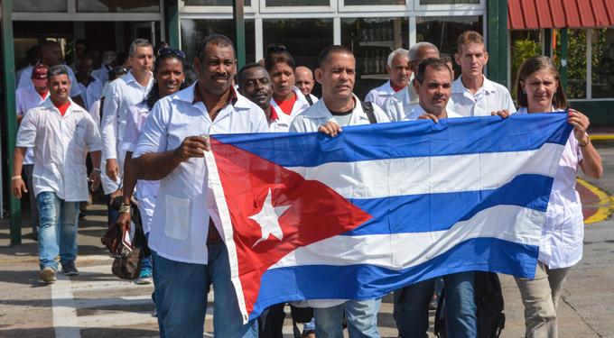 Abandera Ministro de Salud brigada médica cubana hacia Haití