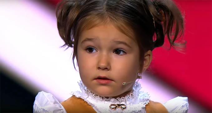 Una 'niña prodigio' rusa de 4 años que habla siete idiomas causa sensación en la red (vídeo)