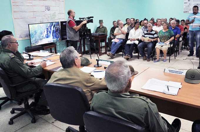 Presidente cubano llama a aprovechar experiencia ante huracán Matthew