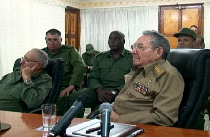 Raúl Castro visitó Guantánamo por inminente paso del huracán Matthew (video)