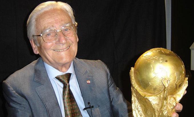 Fallece diseñador de la Copa del Mundial de fútbol
