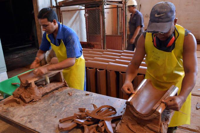 Bayamo ayuda a mantener la arquitectura colonial de Baracoa