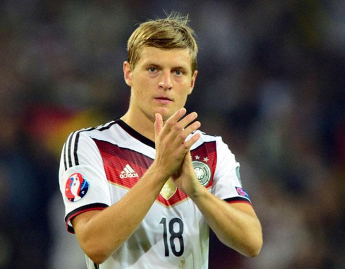 Real Madrid renueva contrato a futbolista alemán Kroos hasta 2022