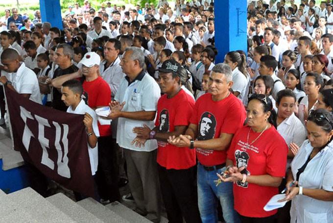 Estudiantes y trabajadores de la Filial de Ciencias Médicas Efraín Benítez Popa FOTO/ Rafael Martínez Arias