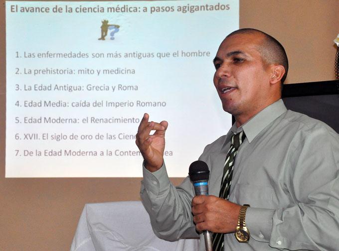 Sesiona en Bayamo Jornada de la Universidad Médica