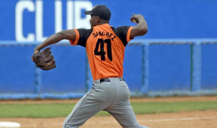 Barren los Tigres y los Naranjas evitan la escoba en subserie de béisbol