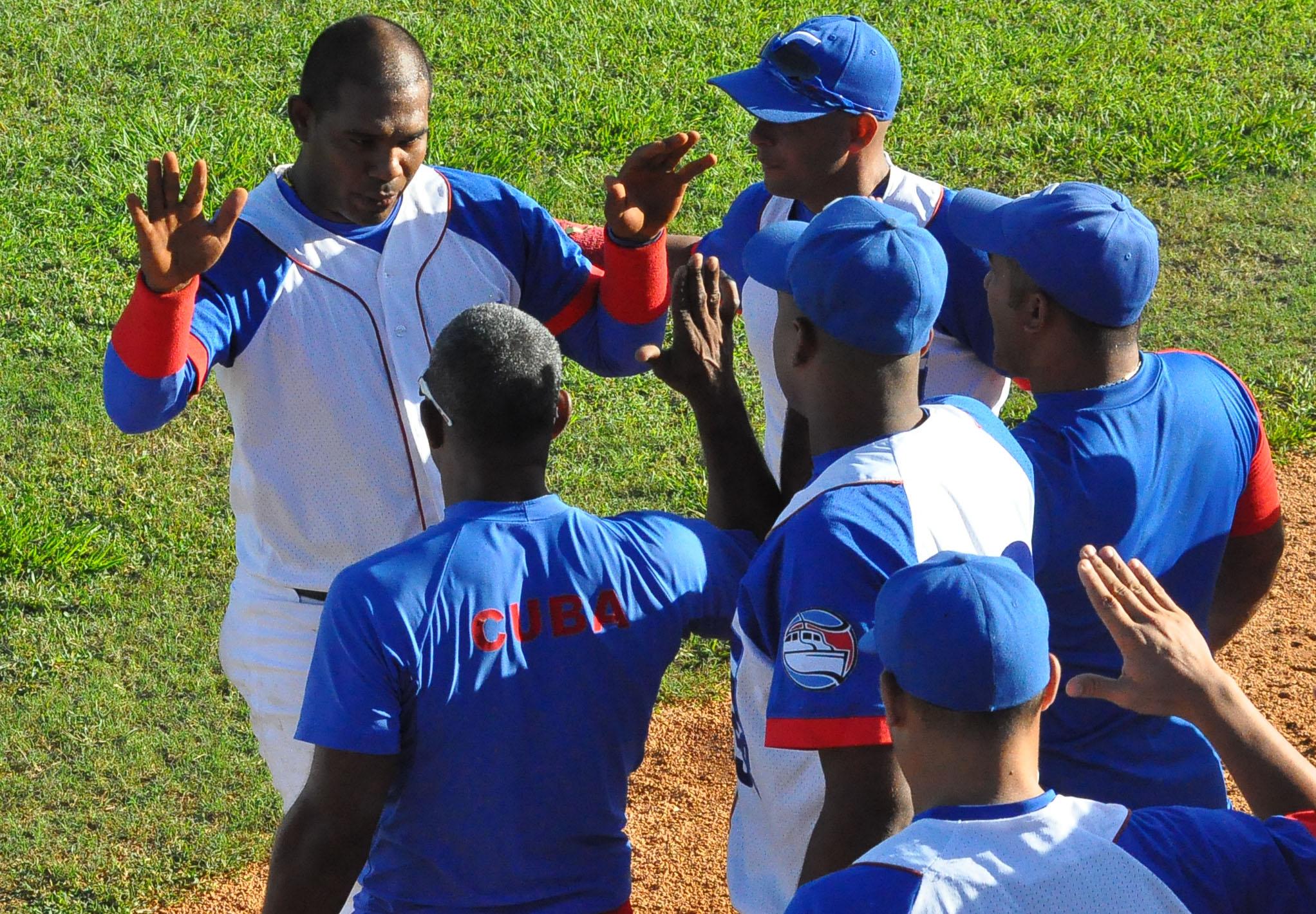 Tres equipos de béisbol por consolidar su ventaja en la  LVI Serie Nacional