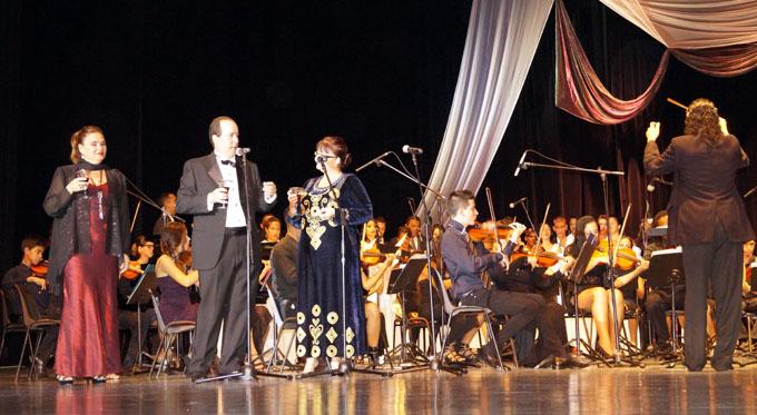Una Noche azul y de canto para Bayamo en sus 503 años ( + audio y video)