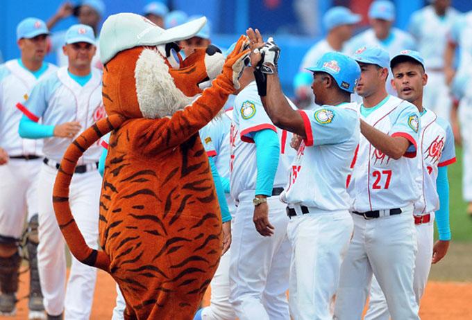 Barren Ciego de Ávila y Camagüey en sus respectivas subseries de béisbol