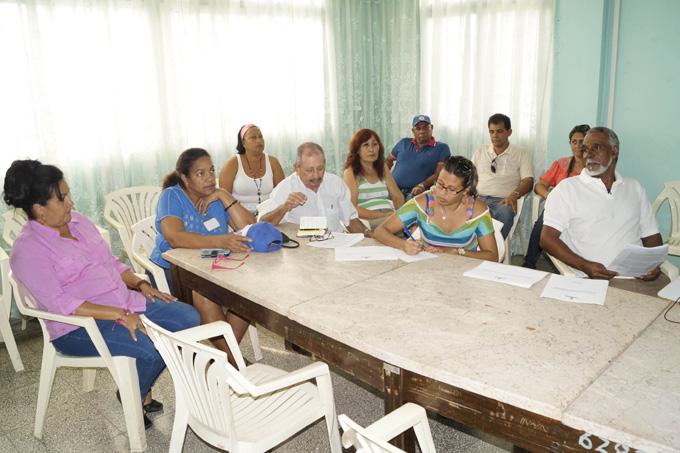 Conferencia ofrecida por Julio Oramas, primero a la derecha, por el aniversario 40 de la la Ecoing-18 FOTO/Luis C. Palacios Leyva
