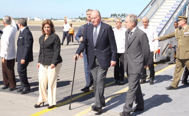 Arriba a Cuba Rey emérito de España para rendir tributo a Fidel (+ fotos)