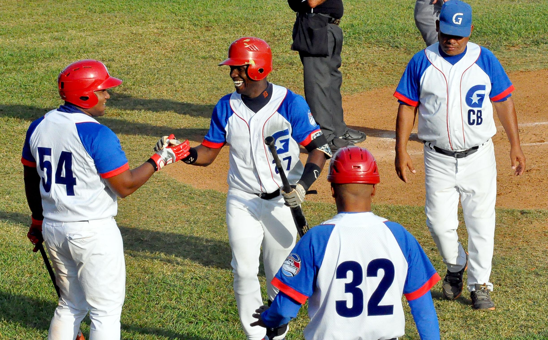 Camagüey y Granma empezaron ganando en Serie Nacional