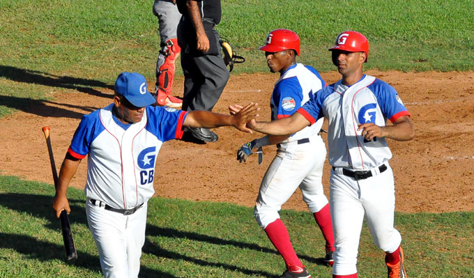 Granma detuvo racha ganadora de Villa Clara en pelota  cubana