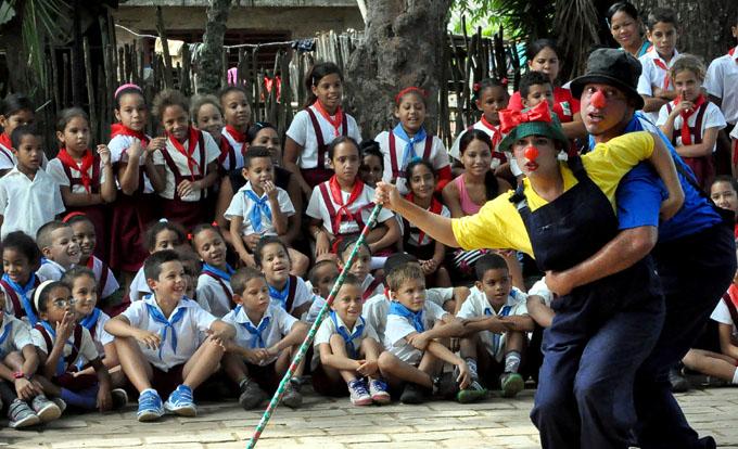Público de Bayamo disfruta primer festival internacional Lazarte