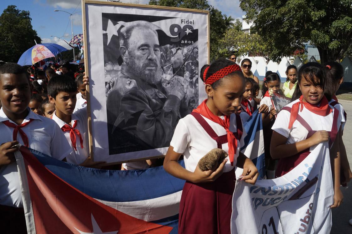 Dolor y compromiso en homenaje póstumo a Fidel en Granma (+ fotos y video)