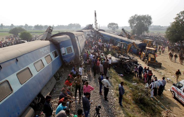 Más de 100 muertos y 200 heridos por accidente de tren en la India