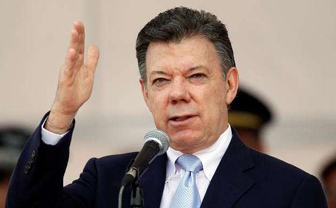 Santos celebra refrendación de acuerdo de paz en Senado colombiano
