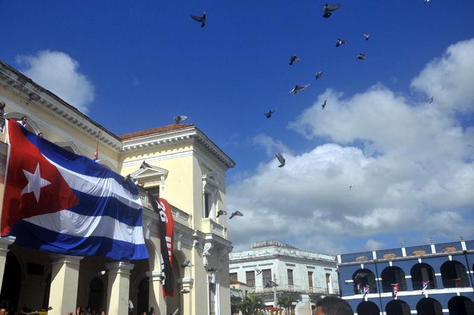 Matanzas levanta sus banderas; ¡Abran paso a Fidel!