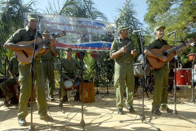 Integrantes del Quinteto Rebelde: Fidel es nuestro padre