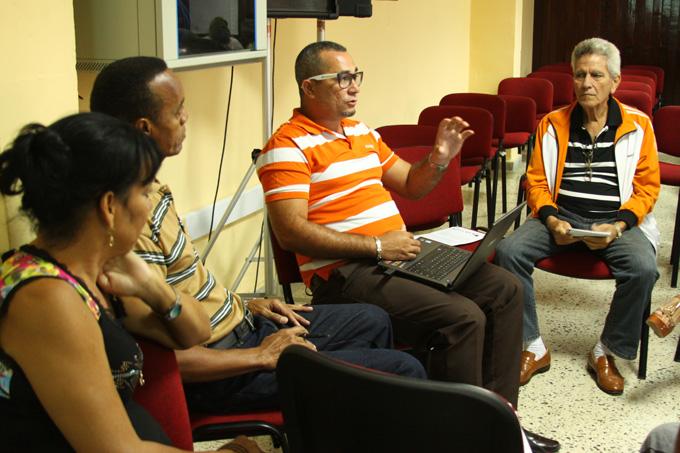 Debate en un grupo de trabajo FOTO /Marianela González Lavandera