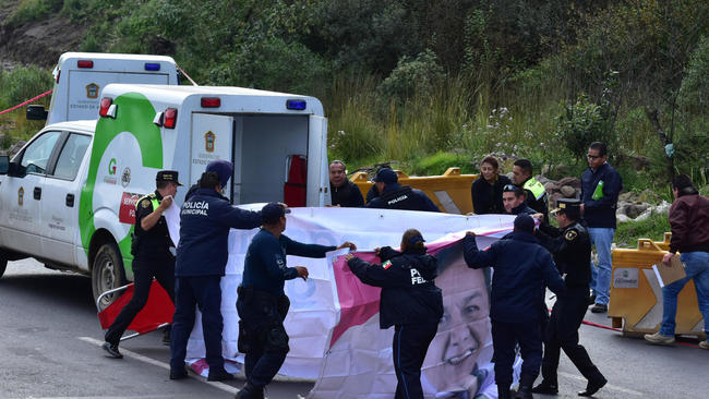 Arrojan cuatro cadáveres maniatados en autopista mexicana