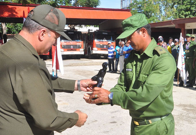 Celebran en Granma aniversario 320 del cuerpo de bomberos