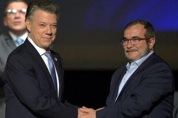 Gobierno colombiano y FARC-EP suscriben pacto de paz definitivo