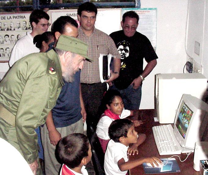 El Comandante en Jefe en la escuela Enma Rosa Chuy, de El Puntico, Pilón.Foto:Luis Carlos Palacios Leyva.