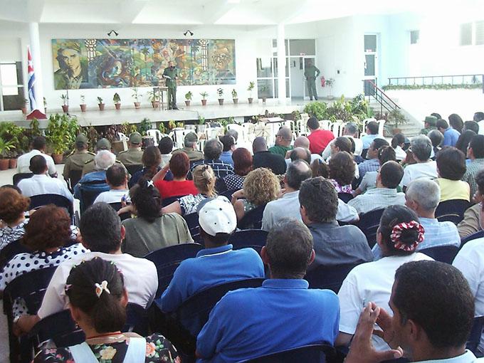 Fidel en el acto de inauguración de la Academia de artes plásticas Carlos Enríquez, en Manzanillo . Foto Luis Carlos Palacios.