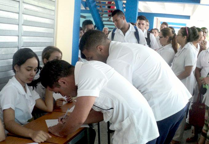 Estudiantes de Medicina reafirman en Bayamo palabras de Fidel (+ audio y fotos)