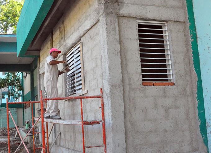Es imprescindible el uso de los medios de protección al subir a los andamios. FOTO / Rafael Martínez Arias
