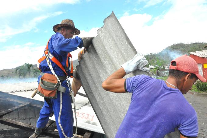 Constructores de Granma permanecerán en Baracoa el tiempo que sea necesario (+ audio)