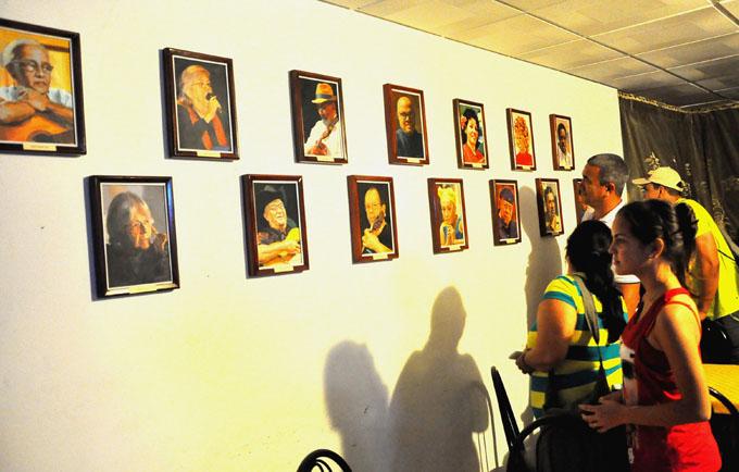 Donan obras plásticas al Álbum Café de la Egrem