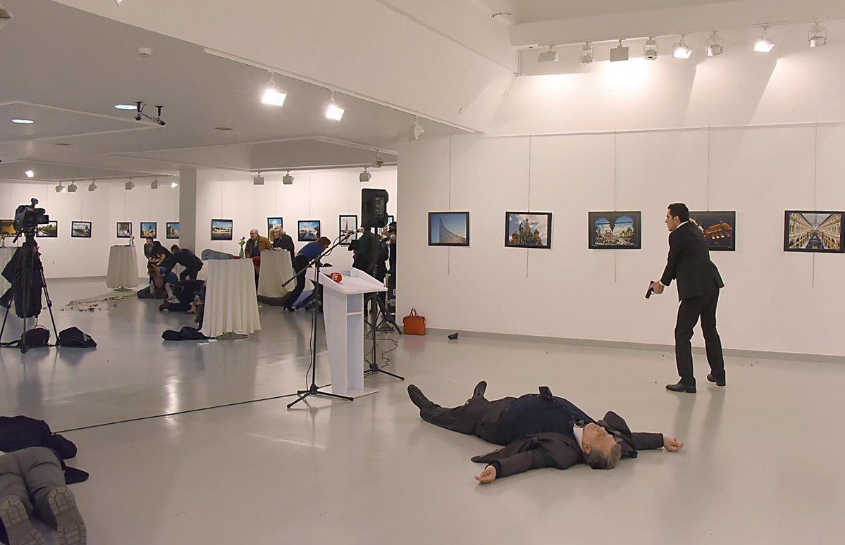 Fallece el embajador ruso en Turquía tras un atentado (+ fotos y video)