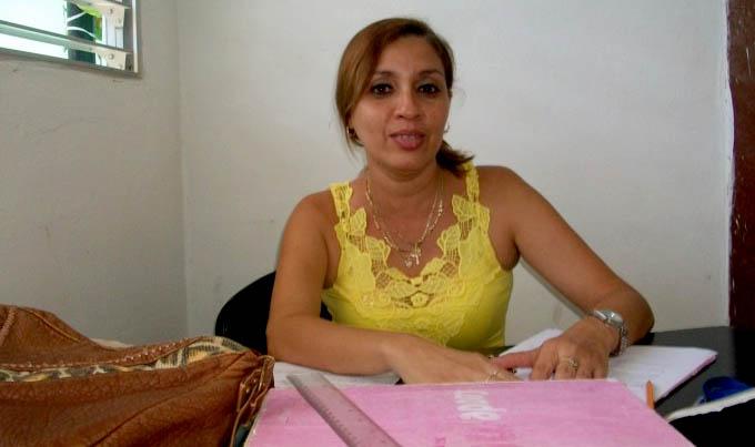 Recibe profesora manzanillera Premio provincial de la Enseñanza Artística