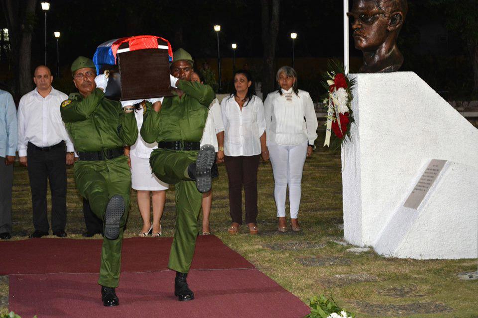 Entrada de las cenizas de Fidel al Ñico López 4