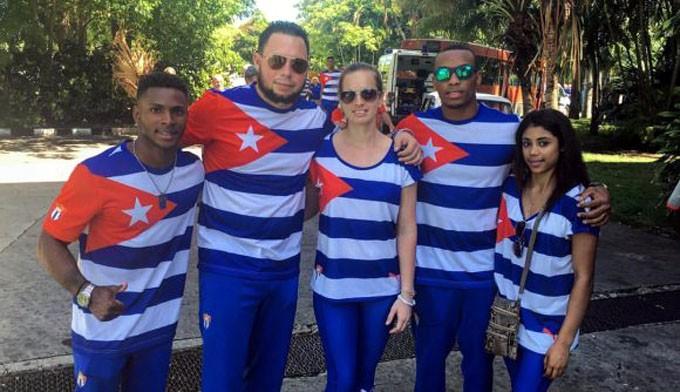 Equipo cubano de Gimnasia a Río. De derecha a izquierda; Marcia Videaux, Randy Lerú, Yareimi Vázquez (entrenadora de Marcia), Carlos Rafael Gil (entrenador de Manrique y Lerú) y Manrique Larduet. Foto: Cuenta en Facebook de Manrique Larduet
