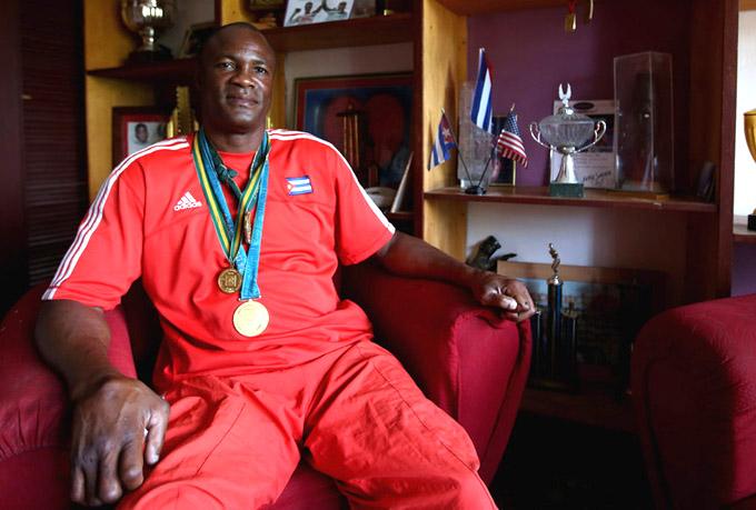 Boxeador Cubano Félix Savón recibe premio internacional