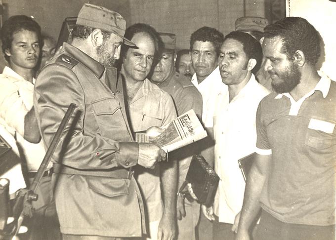 Fidel en el periódico La Demajagua y las fotos de un aficionado
