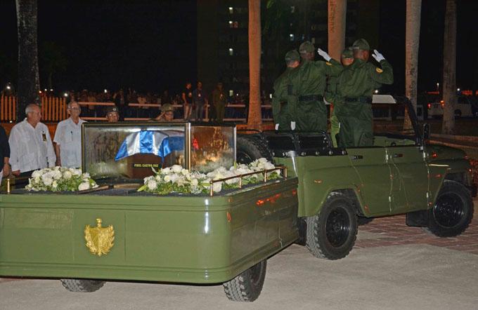 Camagüey dice adiós a Fidel y cenizas seguirán hasta Bayamo