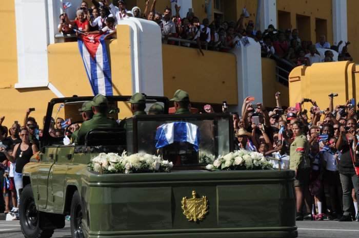 Santiago de Cuba recibe a Fidel (+ fotos)